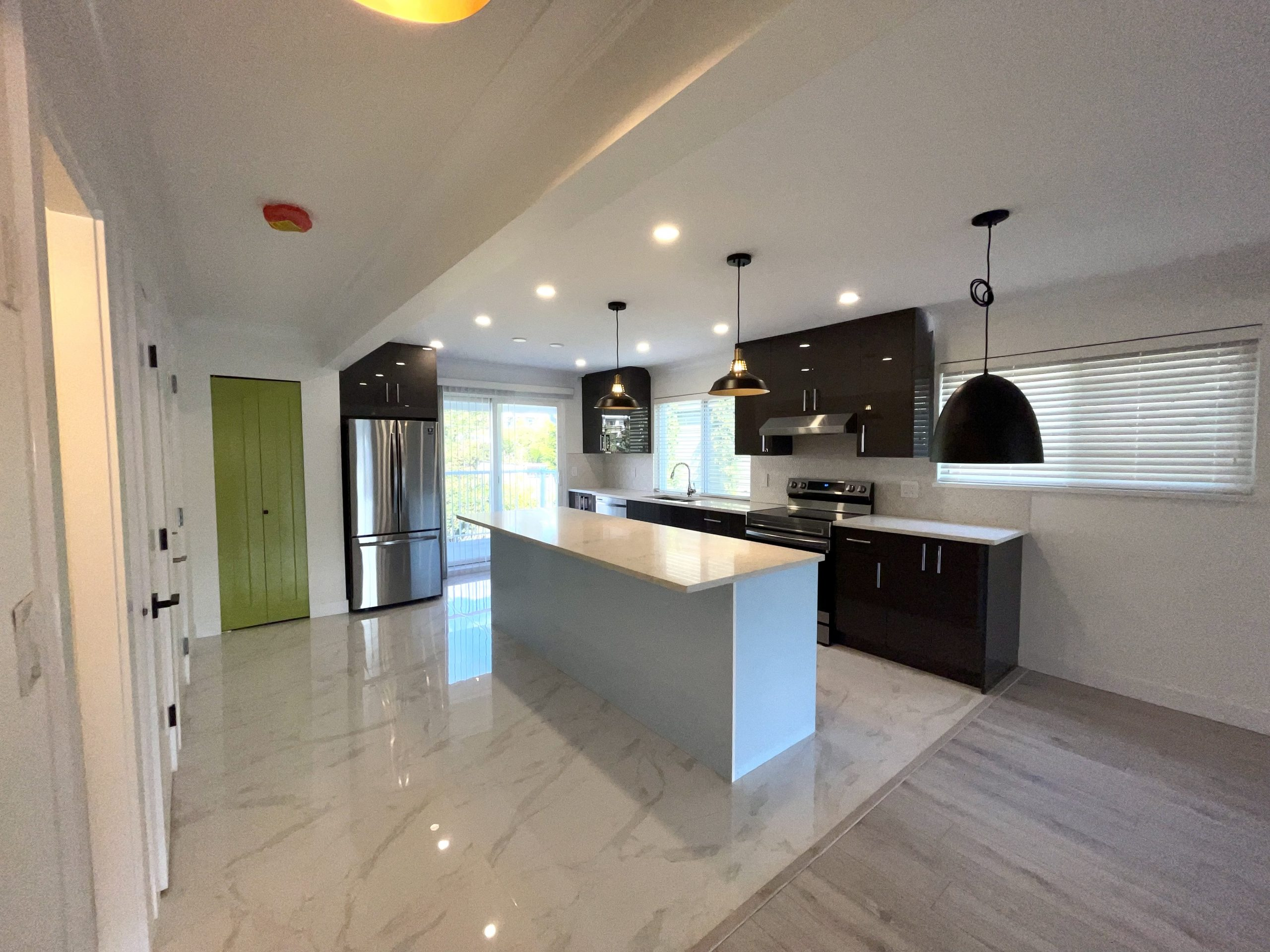 Beautifully renovated 3 bedroom 2.5 bathroom available (upper unit) – 668 Keith Street